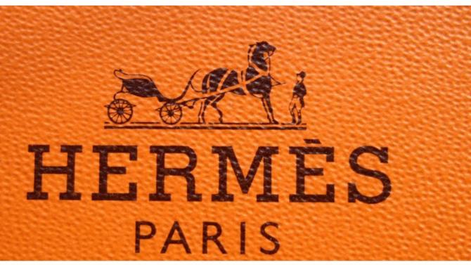 Dans l'univers du luxe mondial il y a les marques de luxe, tendance et fluctuantes. Et puis il y a Hermès : la marque de légende aux pièces culte et aux fondamentaux immuables, emblème d'un savoir-faire d'exception et d'une élégance sans faille ; « ultime symbole du luxe à la française », statutaire et intemporel.