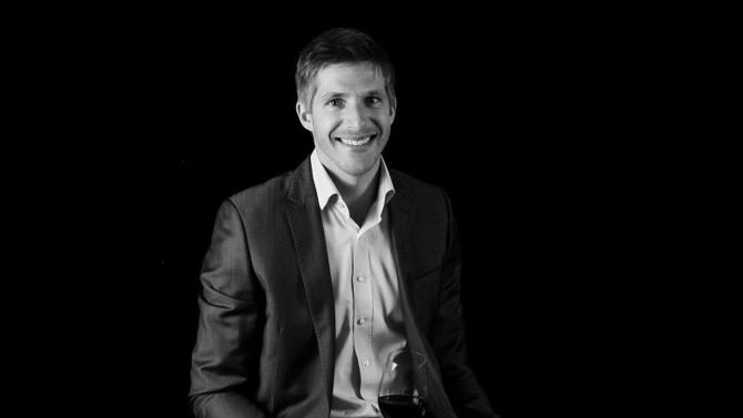 Négociant en vins de Bordeaux, U'Wine propose différentes offres aux particuliers, du retail à la gestion sous mandat, activité enregistrée auprès de l'AMF. Thomas Hébrard, son président et fondateur, partage ses conseils pour se lancer dans la constitution d'une cave et la faire fructifier.