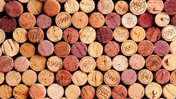 Devenue valeur refuge notamment depuis la crise, le vin est un actif qui attire de plus en plus d'investisseurs. Intimement lié au plaisir, il peut s'avérer un excellent outil de diversification patrimoniale. À condition de ne pas se lancer à la légère.