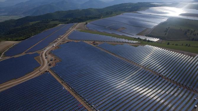 Les travaux pour la construction de la première centrale solaire flottante en France vont débuter. Elle sera installée sur le lac d'une ancienne carrière à Piolenc dans le Vaucluse. Akuo Energy est chargé du projet.
