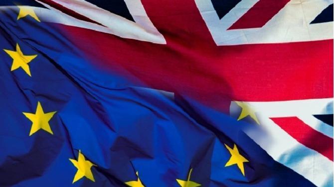 Si le Brexit n'est toujours pas opérationnel, les conséquences se font déjà sentir. L'économie britannique aurait déjà perdu 26milliards de livres depuis le référendum de 2016. Pour Theresa May, il convient de trouver un accord avant la date fatidique du 30mars 2019. Un «hard» Brexit alourdirait encore plus la facture.