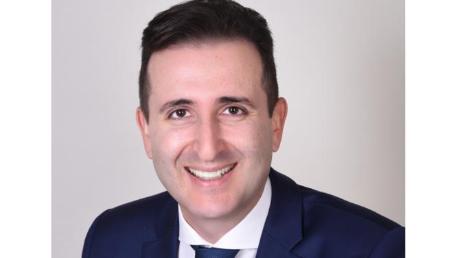 Hugo Azerad rejoint le bureau parisien du cabinet. Sa mission : renforcer la présence sur le secteur du private equity, en particulier industrie et services B2B, et développer le segment historique Tourisme & Loisirs d'Advancy. Retour sur une nouvelle arrivée prometteuse au sein de l'équipe de partners.