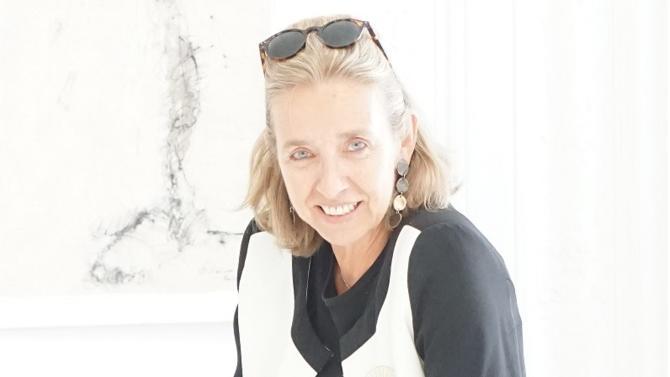 Loraine Donnedieu de Vabres-Tranié ressemble à ces cerfs-volants multicolores qu'on ne se lasse pas de regarder. Toujours dans le mouvement, la codirigeante du cabinet indépendant Jeantet fuit l'immobilisme, portée par sa famille, ses engagements intellectuels et par la passion qu'elle voue à son métier d'avocate.