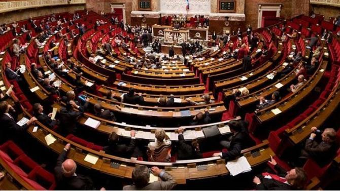 Jamais l'Assemblée nationale n'a été aussi jeune. Avec plus d'une année de recul, plusieurs représentants de la nouvelle génération reviennent sur leur quotidien fait de travail intensif et de solidarité.