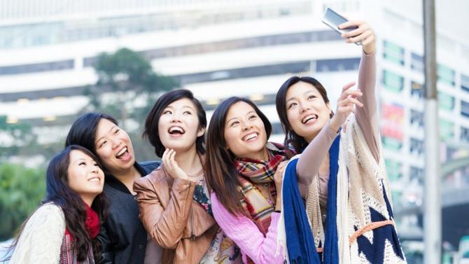L'agence de communication chinoise iBLUE s'est implantée en octobre en France. C'est la première fois qu'une agence chinoise pose ses valises dans l'Hexagone. Son objectif, aider les marques tricolores à comprendre et à s'adapter aux codes de la culture chinoise.