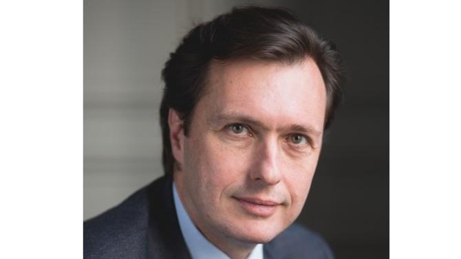 Conseil juridique lors des ventes du PSG et plus récemment, des Girondins de Bordeaux, Hervé de Kervasdoué revient sur les particularités de ces opérations complexes et hautement médiatisées.