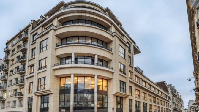 Arthur Loyd a signé avec le fonds Vespa Capital un LBO qui associe une trentaine de ses cadres dirigeants et Daniel Dorchies, son président. Ce dernier cède la majorité des parts de la société mais reste son actionnaire principal.