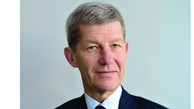 À 62 ans, Antoine Lissowski accède au poste tant convoité de directeur général du leader français des secteurs de l'assurance-vie et de l'assurance. Présent au sein de la société depuis 2003, il aura pour mission de gérer le rapprochement de l'assureur avec la Banque postale.