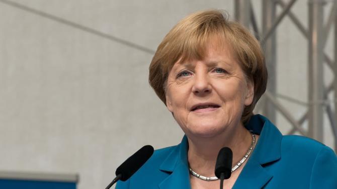 Alors que l'extrême droite multiplie les avancées électorales, que sa coalition gouvernementale se fissure sous l'effet des polémiques à répétition et que sa politique d'accueil aux migrants continue à lui valoir les attaques répétées de l'opinion comme de la classe politique, Angela Merkel a fait savoir que ce mandat serait le dernier.