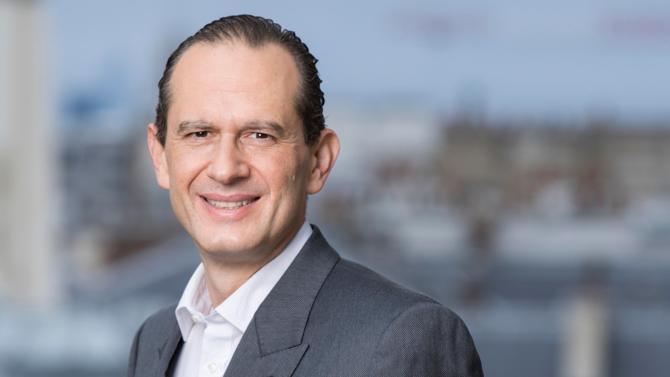 Associé dirigeant de Skadden, Armand Grumberg est un des 50 meilleurs avocats du barreau d'affaires édition 2018. Il fait partie de la famille des rainmakers.