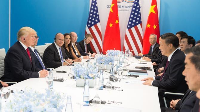 Le report de 90 jours d'une nouvelle hausse des tarifs douaniers imposés par les États-Unis aux importations chinoises permet un apaisement de court terme de leurs relations. Mais l'intensité de la guerre commerciale qui fait rage entre les deux pays fait douter d'un véritable armistice.