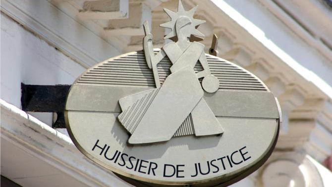 Les huissiers de justice se sont accommodés de la loi Macron en 2015 portant ouverture des professions juridiques réglementées. L'officier public et ministériel, qui œuvre pour la bonne administration de la justice, détient toujours les conditions pour se positionner en régulateur essentiel de l'économie.