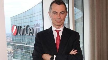 UniCredit a vendu 3 milliards de dollars d'obligations à un acheteur unique, quelques jours après que la banque centrale italienne ait mis en garde sur les conséquences que les tensions politiques pourraient avoir sur le marché obligataire en matière de stabilité vis-à-vis des banques et des compagnies d'assurances