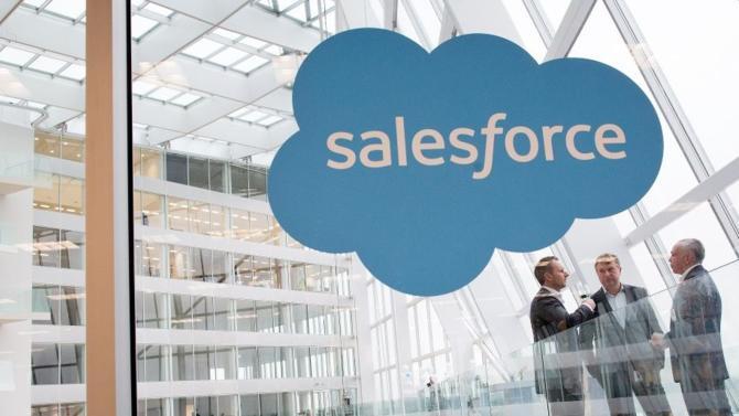 Salesforce annonce le lancement d'un fonds d'investissement de 100 millions de dollars au pays du Soleil-levant. Le but : renforcer sa position de meneur en épaulant les startup nippones dans le développement de nouveaux logiciels de gestion client.