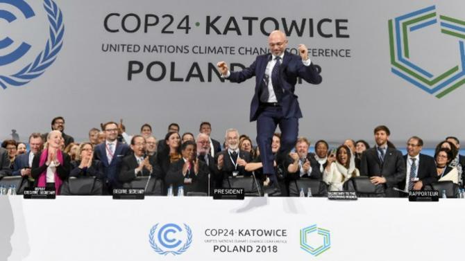 La COP24 s'est achevée avec l'adoption tant attendue des règles d'application de l'accord de Paris sur le climat. Pourtant, ces quinze jours de discussions dégagent une impression d'inachevé, tant l'urgence climatique tranche avec le manque d'ambition des parties.