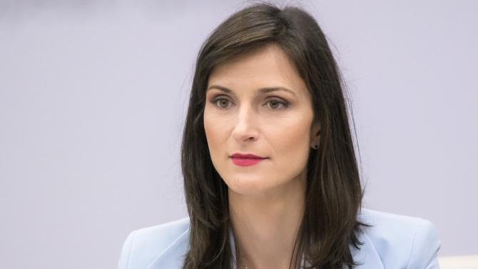 La commissaire européenne à l'économie et à la société numérique Mariya Gabriel est en première ligne dans la construction d'une stratégie européenne sur le numérique. Entre soutien financier de la recherche et protection de la souveraineté numérique des citoyens, la députée bulgare décrypte les principales initiatives de la Commission en matière de numérique.