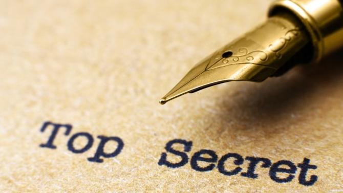 La loi n°2018-670 « relative à la protection du secret des affaires » a été promulguée le 30 juillet 2018 après sa validation  par le Conseil constitutionnel le 26 juillet 2018. Elle est complétée par le décret n°2018-1126 du 11 décembre 2018 qui en fixe les conditions d'application.
