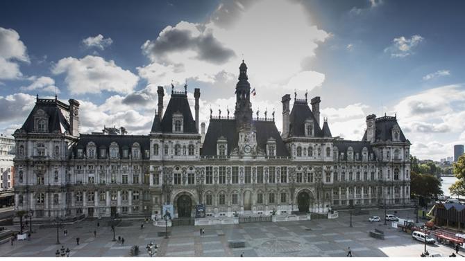 C'est officiel. La ville de Paris a officiellement changé de statut. Voici ce qui va changer.