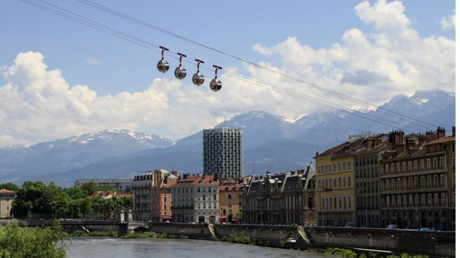 Institué en mai 2008, le titre « capitale verte de l'Europe » est attribué chaque année par l'Union européenne et un jury d'experts à la ville (plus de 100 000 habitants) qui remplit des objectifs « ambitieux » en matière d'environnement, de développement durable et pouvant agir comme « modèle » pour d'autres villes ».