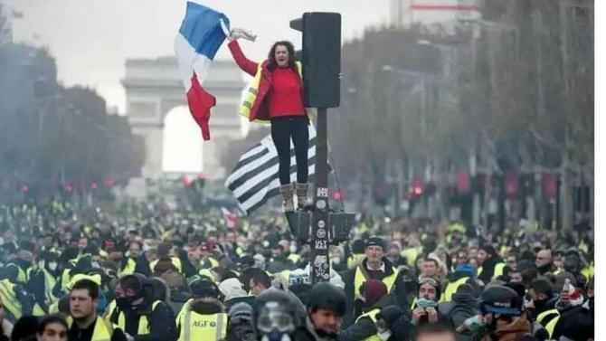 Marine Le Pen et Jean-Luc Mélenchon ont tenté de se servir de la colère de la France périphérique pour assouvir leurs ambitions personnelles. C'est raté. Une liste de gilets jaunes risque de leur faire subir une défaite cinglante aux européennes.