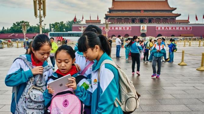 De plus en plus innovants, les géants numériques chinois s'affirment comme des concurrents sérieux face à leurs homologues américains et européens. Mais à la différence des Gafam leurs stratégies se confondent souvent avec celle de l'État chinois, au point de susciter la méfiance à l'étranger.