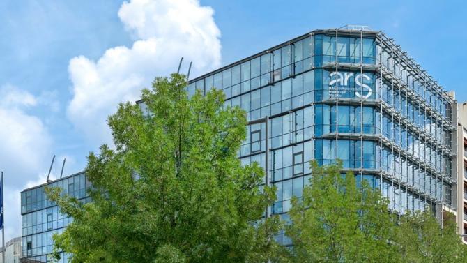 L'immeuble développe 8 900 m² et est actuellement loué dans son intégralité à un organisme public de santé.