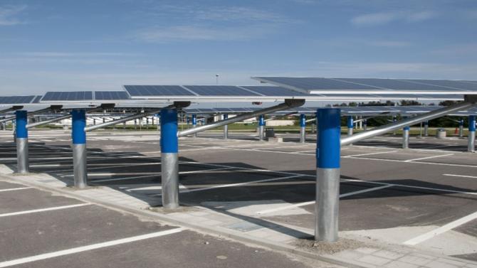 Carrefour s'unit à Urbasolar, premier opérateur indépendant du marché photovoltaïque  en France, pour accélérer la transition énergétique de ses hypermarchés.