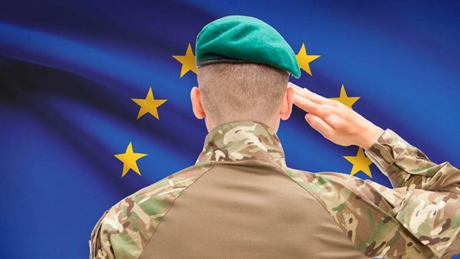 L'Union européenne est déjà active en matière militaire. Et le contexte international lui permet d'aller de plus en plus loin. Même si la construction d'une véritable « armée européenne » relève pour le moment de l'utopie.