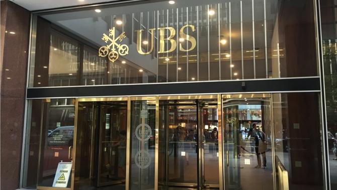 La justice française vient de prononcer une amende record de 3,7 milliards d'euros à l'encontre de la banque suisse UBS pour démarchage bancaire illégal et blanchiment aggravé de fraude fiscale.