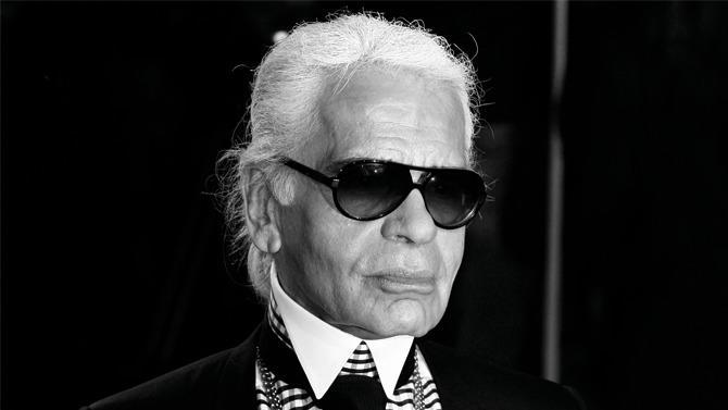 Créatif de génie aux talents multiples, Karl Lagerfeld aura «fait Chanel», mais aussi sauvé Fendi, révolutionné Chloé, lancé sa propre marque… Régnant sur l'univers de la mode et du luxe six décennies durant, indifférent aux attendus ¬autant qu'aux interdits, à la fois star absolue et homme secret, ¬aussi porté sur la provocation que sur l'autodérision, il se sera construit, année après année, un personnage de légende, irrévérencieux et insatiable. Hors norme.