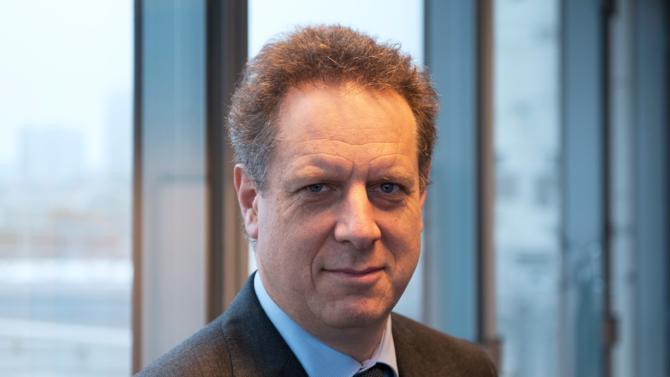 Nicolas Revel, à la tête de la Caisse nationale d'assurance maladie depuis 2014, évoque l'actualité, les enjeux et les perspectives du secteur de la santé.