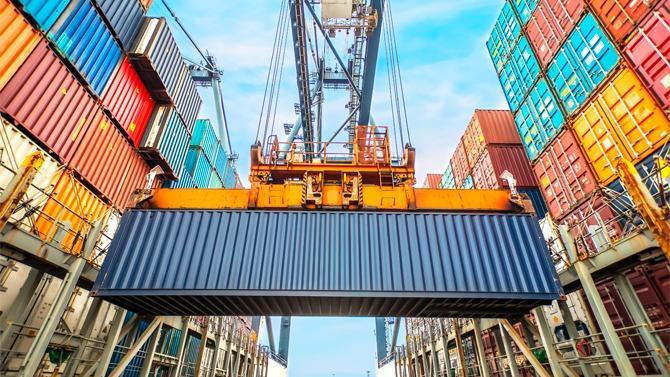 Depuis les années 1950, l'Union européenne s'est construite avec succès autour de la création d'un marché unique et d'une politique commerciale commune. Le récent accroissement des tensions entre la Chine et les États-Unis et la modification en profondeur des règles des échanges internationaux donnent l'occasion à l'UE de réinventer sa politique commerciale.