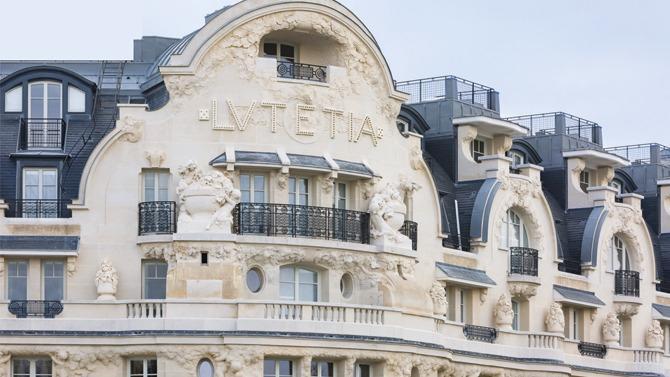 Après quatre ans de travaux le Lutetia rouvrait ses portes l'été dernier. Résultat : la rive gauche a désormais son palace, avec tous les attendus du luxe : des salles de bains en marbre aux 700 m² de spa en passant par le chef étoilé et quelque chose en plus. Une « patine » de temps et d'Histoire mâtinée d'un esprit Saint-Germain : authentique, ouvert et résolument parisien. Visite guidée.