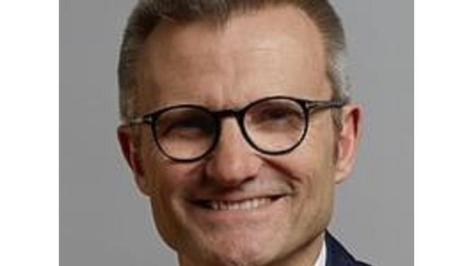 Il accompagnera Patrick Puy, président de Vivarte, dans le déploiement du plan de relance et de développement des deux enseignes du groupe, La Halle et Caroll.