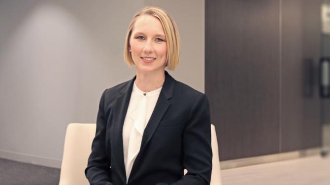 Karen Brennan est nommée PDG Europe et Simon Marrison devient chairman. Explications.