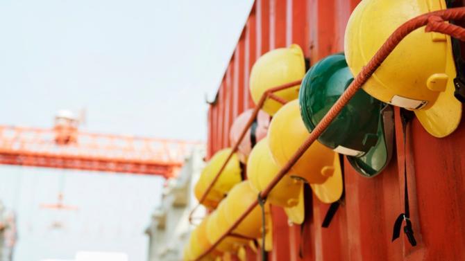 Le spécialiste des matériaux de construction profite de conditions de marché favorables pour allonger la maturité moyenne de sa dette.