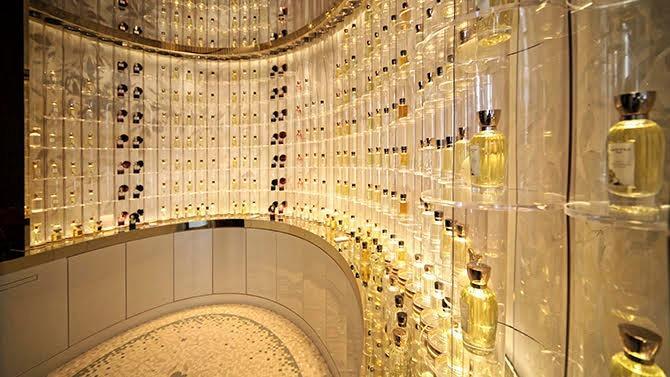 Une marque au positionnement à la fois raffiné et authentique, une histoire de transmission et de valeurs partagées… Bienvenue chez Goutal, l'artisan parisien qui, depuis bientôt quarante ans, réenchante la haute parfumerie française.