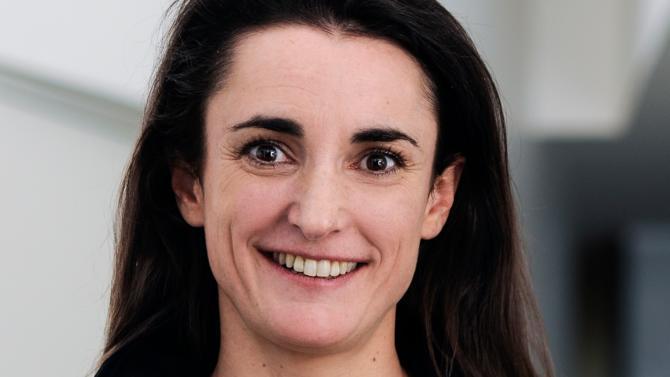 Après quinze années passées chez Fullsix, agence digitale qu'elle finit par diriger, puis deux ans en tant que directrice générale adjointe de la régie Amaury Médias en charge du journal Le Parisien, Anne Browaeys accepte en 2015 le challenge de taille que lui propose le Club Med : celui de la transformation digitale du groupe.