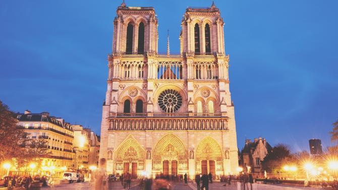 La cathédrale n'étant pas assurée, la charge de sa reconstruction reviendra à l'État.