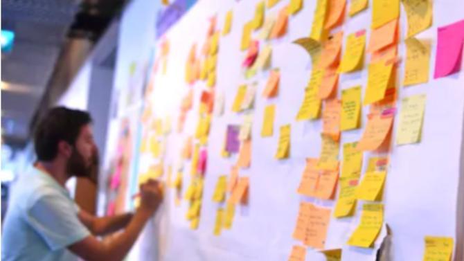 Une star de la transformation des organisations, Gary Mertens explique avec simplicité les enjeux complexes de son métier dans son interview avec Magazine Décideurs.
