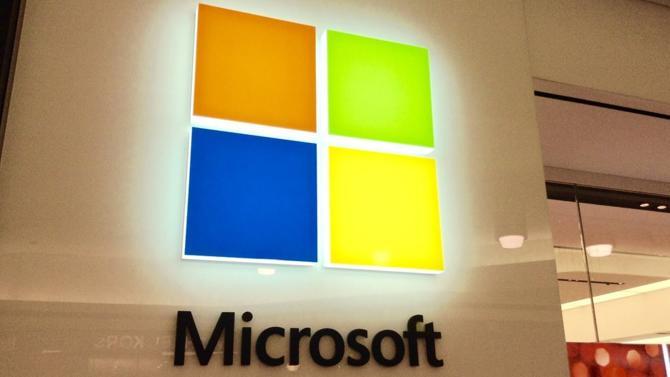 Alors que l'image des Gafam est entamée par les scandales, Microsoft, dont la valorisation boursière dépasse les 1000 Mds$, préserve sa réputation.