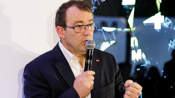 Benoît Tiers, directeur général de e.SNCF, dirige les activités numériques, au sens large, au sein du groupe SNCF. Cette entité créée en 2016 a pour mission d'accompagner la transformation numérique de l'opérateur ferroviaire dans toutes ses activités, du terrain à la direction.