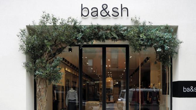 """Véritable référence sur le secteur du luxe accessible, ba&sh vient de fêter son quinzième anniversaire et, avec lui, ses deux cents boutiques. De quoi s'interroger sur les recettes de succès qui, en moins de deux décennies, ont permis de transformer """"l'aventure de copines"""" en marque iconique."""