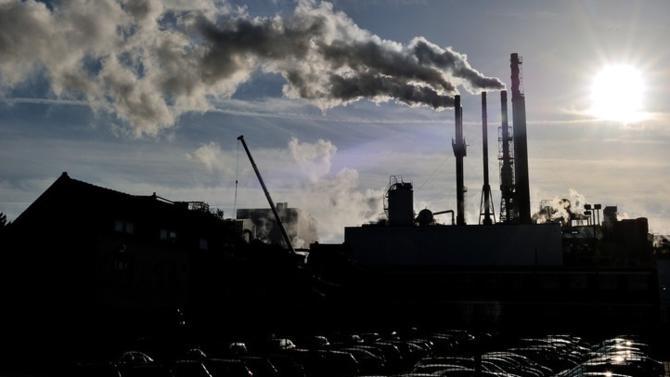 Le gouvernement va présenter au parlement un projet de loi relatif à l'énergie et au climat pour réduire les émissions de gaz à effet de serre et encourager le développement des énergies renouvelables.