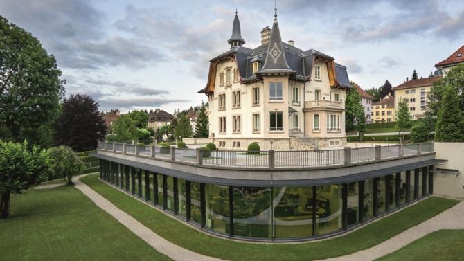 Icône dans l'art de l'écriture, Montblanc signe une diversification réussie depuis 1997. Date à laquelle la maison ouvre la société Montblanc Montres, vouée à la création de garde-temps d'exception.