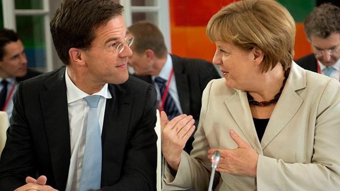 À un mois du remaniement à la tête des postes clés de l'Union, les paris sont ouverts sur l'identité du possible successeur de Donald Tusk à la présidence du Conseil européen. En tête des favoris : Angela Merkel et Mark Rutte.