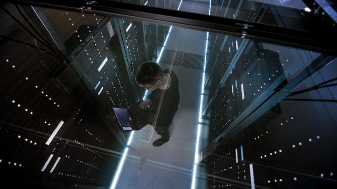 Premier outil de travail – après l'intelligence humaine –, les systèmes et les logiciels informatiques utilisés par les professions juridiques nécessitent d'être sécurisés. Les adapter à la mobilité devient également central.