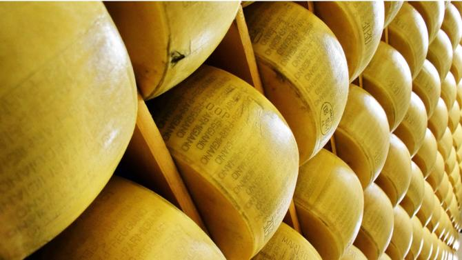 Le leader mondial des produits laitiers Lactalis élargit son périmètre avec l'acquisition de la société fromagère italienne, Nuova Castelli, un des spécialistes du parmesan.