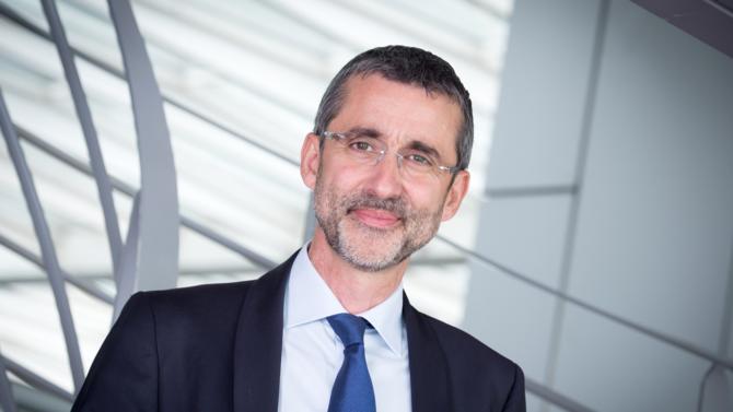 Laurent Martinez a pris ses fonctions de directeur financier d'Alstom le 1er juillet 2018 après une carrière chez Airbus, alors que le projet de fusion avec Siemens était encore d'actualité. Cet ingénieur de formation présente son activité et commente les récents événements du groupe de transport.