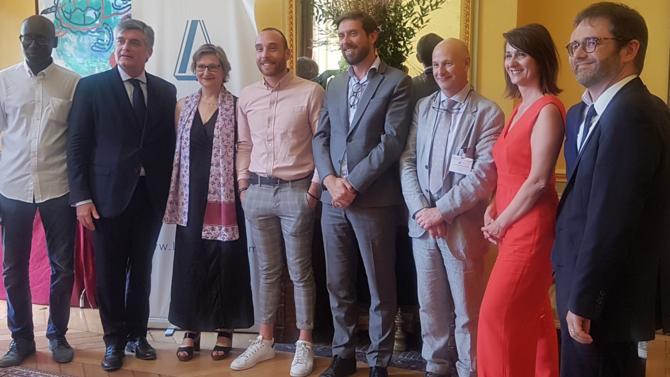 Pour la 5e édition de son prix de Thèse, Lexavoué remet le trophée à Cédric Chapelle pour ses travaux intitulés « l'expertise civile à l'épreuve des droits fondamentaux ».